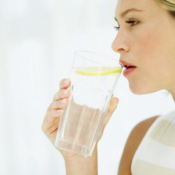HOW TO KEEP HYDRATED ON YOUR WEDDING DAY